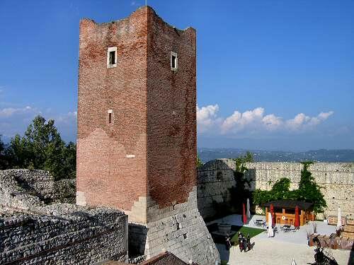 Risultati immagini per castelli giulietta e romeo montecchio maggiore
