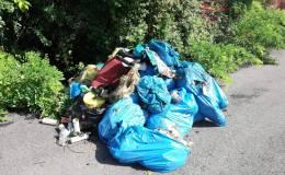 Venti sacchi di rifiuti abbandonati: verifiche in corso sullaprovenienza