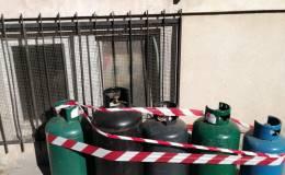La fuga di gas fa scoprire cinque bombole conservate in modoirregolare